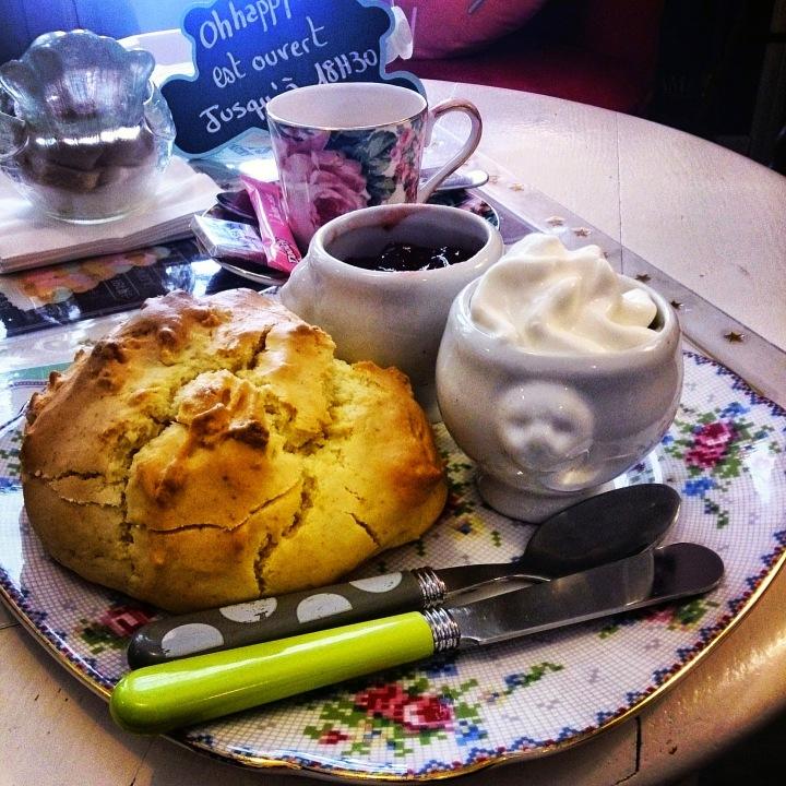 Traîner dans les salons de thé et manger un scone comme une vraie anglaise !